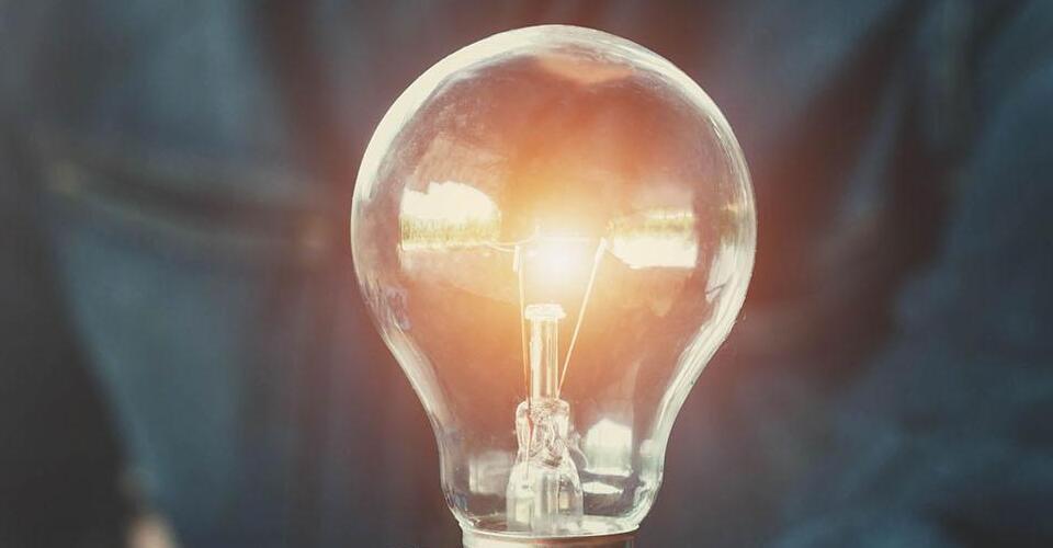 ¿Cuál es el consumo eléctrico promedio de una casa?